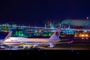 夜の飛行機の撮影方法。これは羽田で政府専用機のシグナスをバルブ撮影で撮った写真