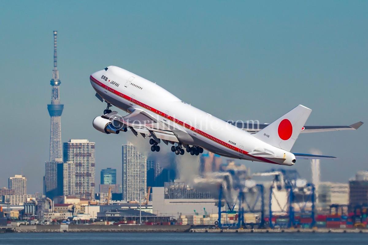 東京スカイツリーと34Rを離陸する政府専用機