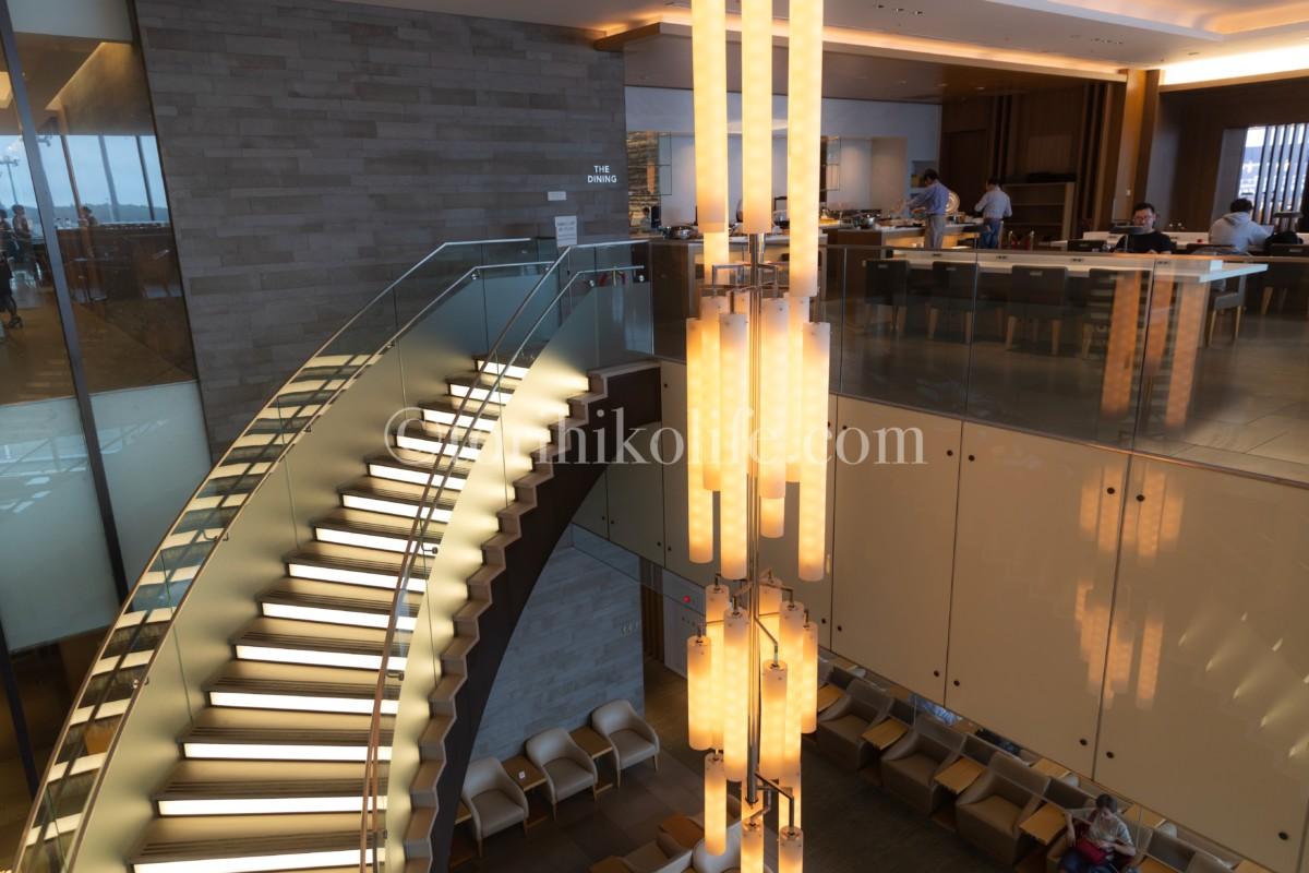 成田空港にあるワンワールドのひとつであるサクララウンジの内部