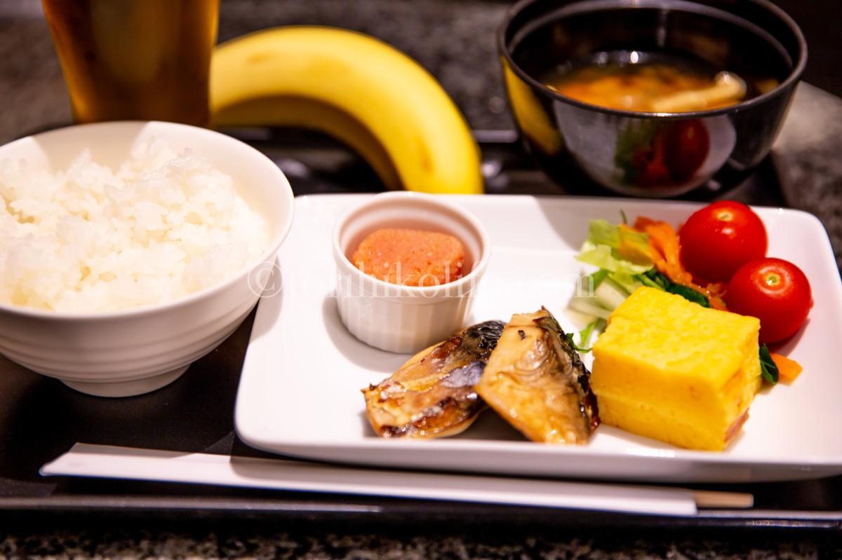 和朝食メニューの一部(ご飯・明太子・鯖焼き)