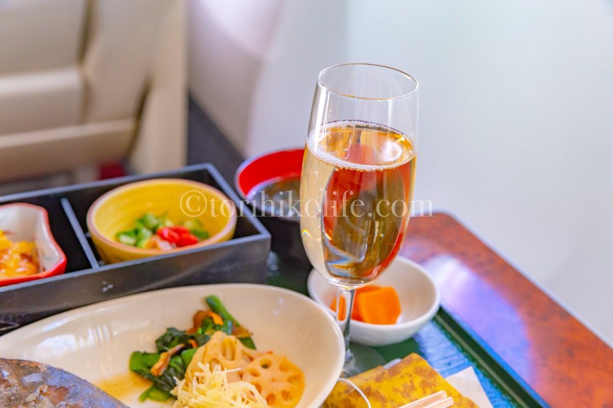 JAL国内線ファーストクラスではシャンパンが飲める