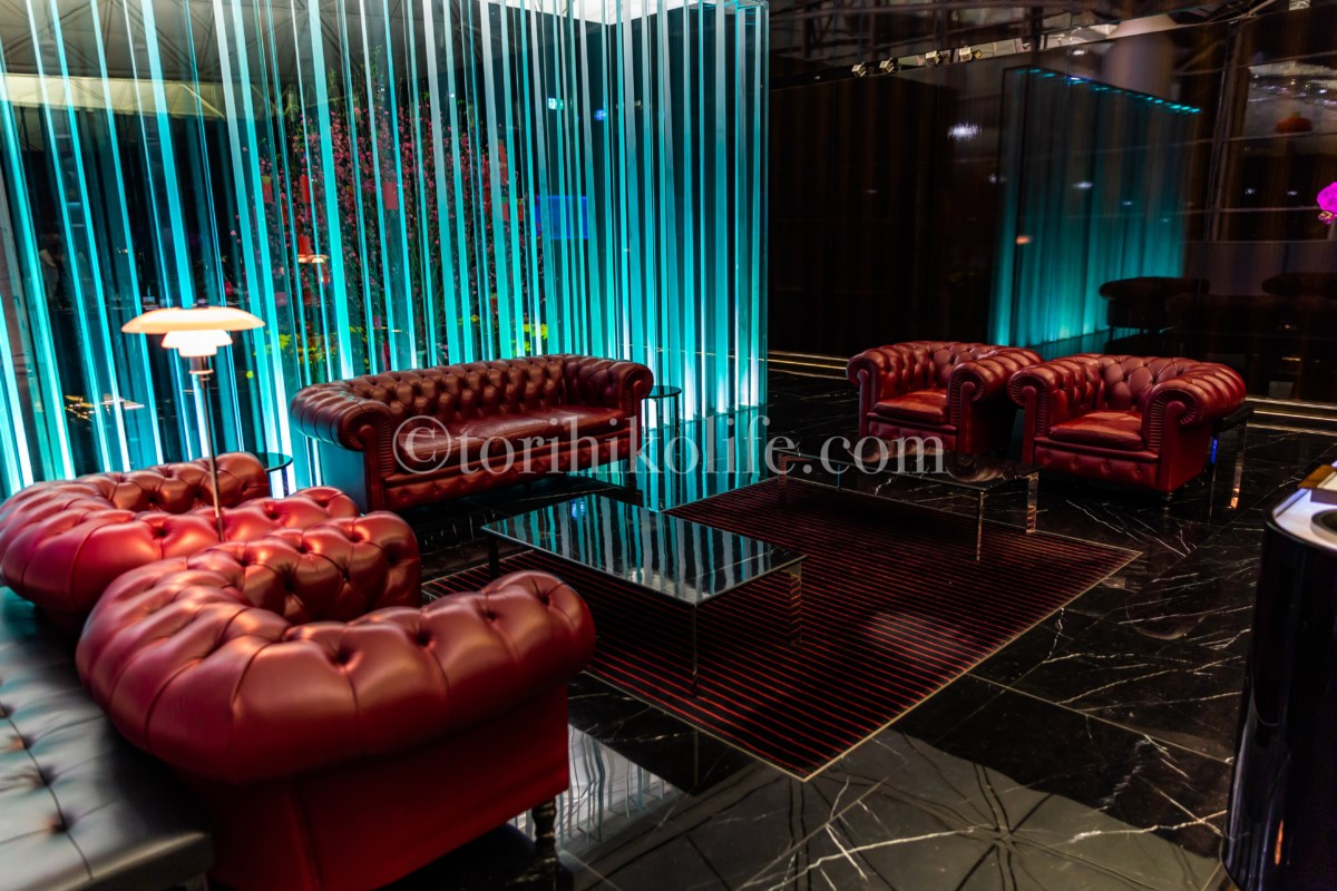シャンパンバーの豪華なソファー