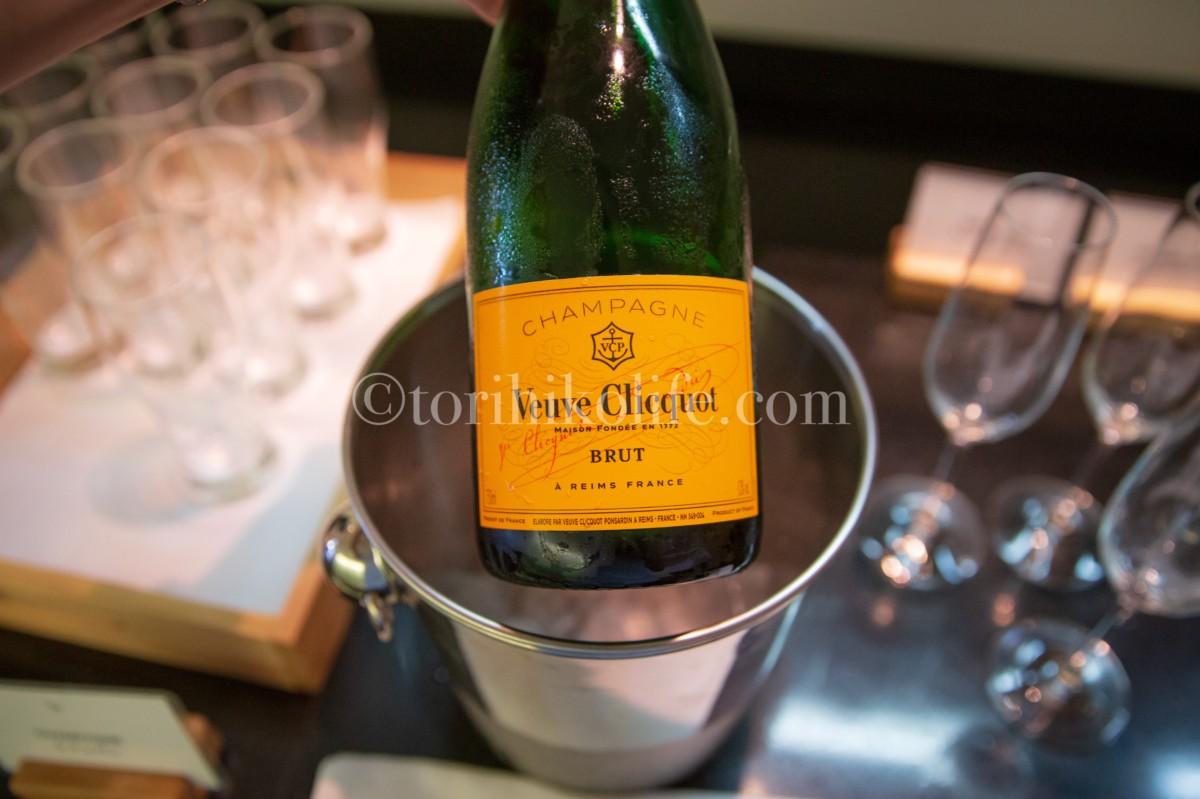 ラウンジで提供されているシャンパン。銘柄はヴーヴクリコ