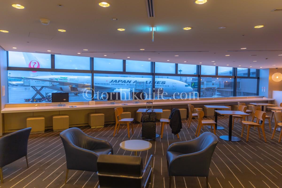 成田空港にあるワンワールドラウンジのひとつであるカンタスラウンジの内部