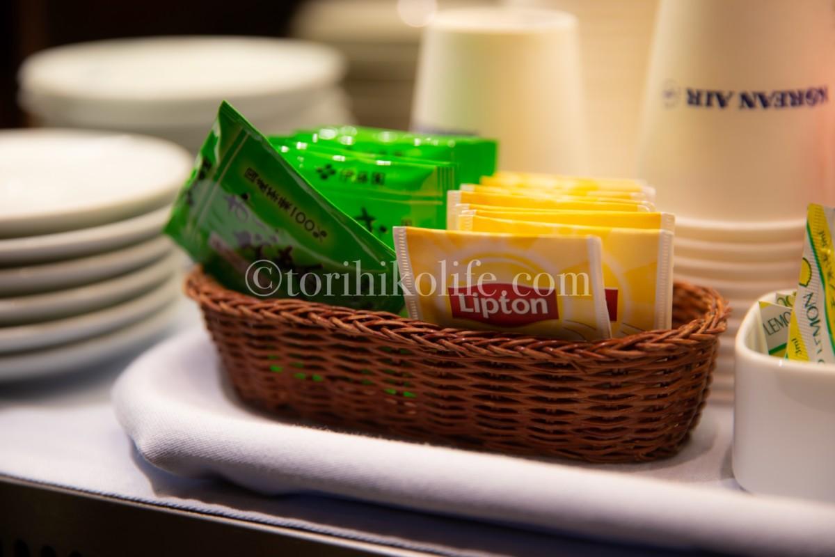 大韓航空ラウンジに置いてあるお茶と紅茶のティーバッグ