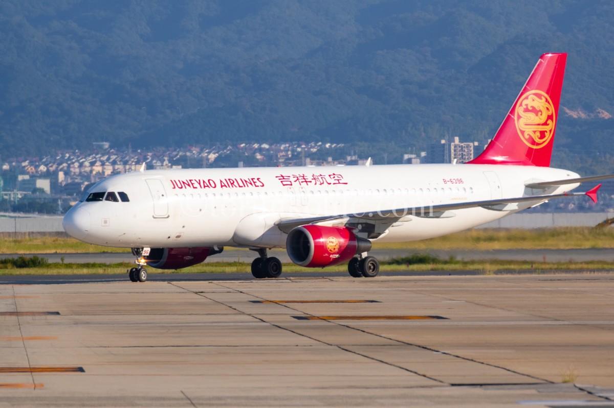 関西空港にある撮影スポットで撮ったタキシングする飛行機の写真