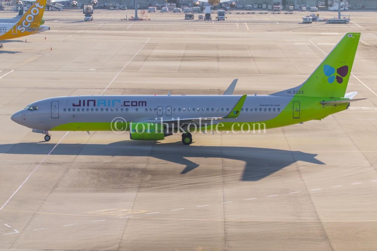 第1ターミナル4階南側歩道から撮影したJIN AIRの飛行機の様子