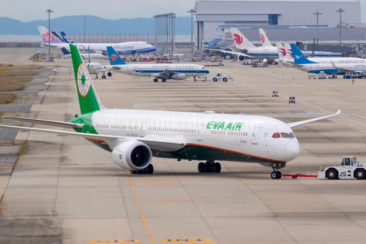 関西空港の撮影スポットから撮れる飛行機のプッシュバックの様子
