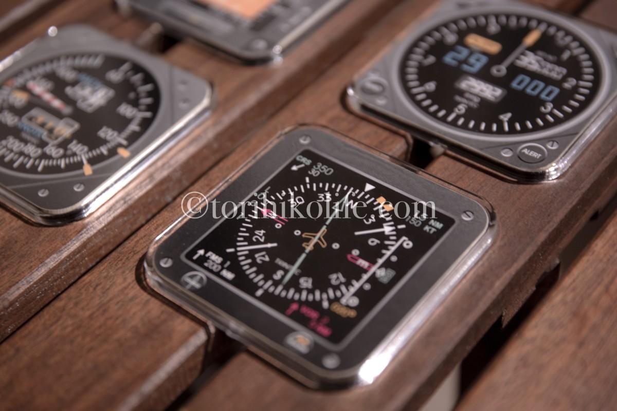 飛行機の計器がデザインされたコースターが並んだ写真